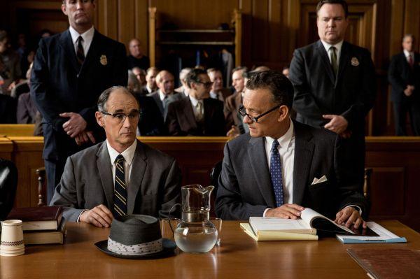 Mark Rylance e Tom Hanks em cena de Ponte dos Espiões, de Steven Spielberg: recordista com 9 indicações no BAFTA (photo by cinemagia.ro)