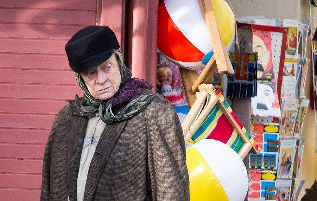 Maggie Smith em cena de A Senhora da Van (photo by cine.gr)