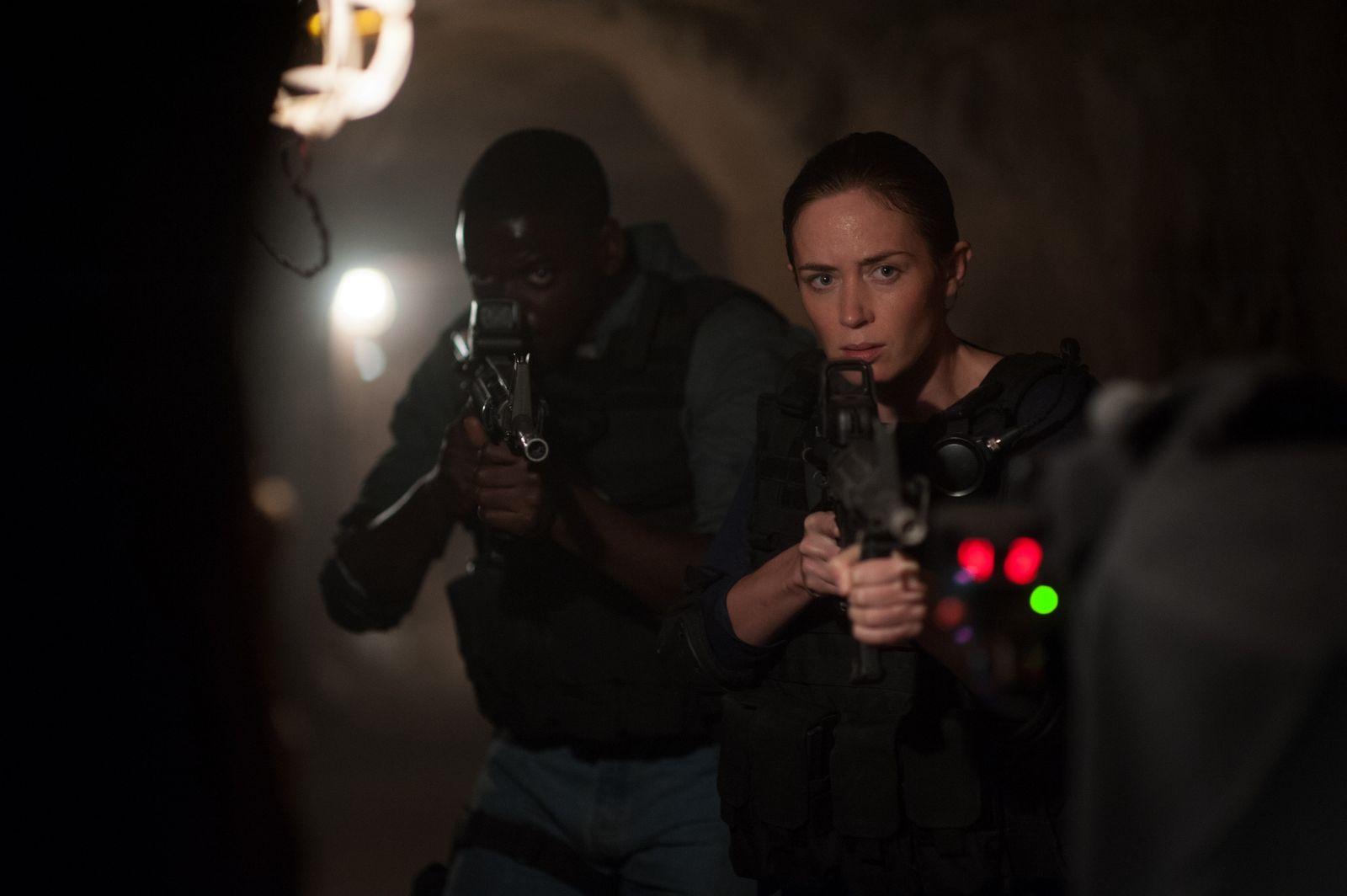Emily Blunt como a agente Kate Macer em Sicario: Terra de Ninguém (photo by cinemagia.ro)