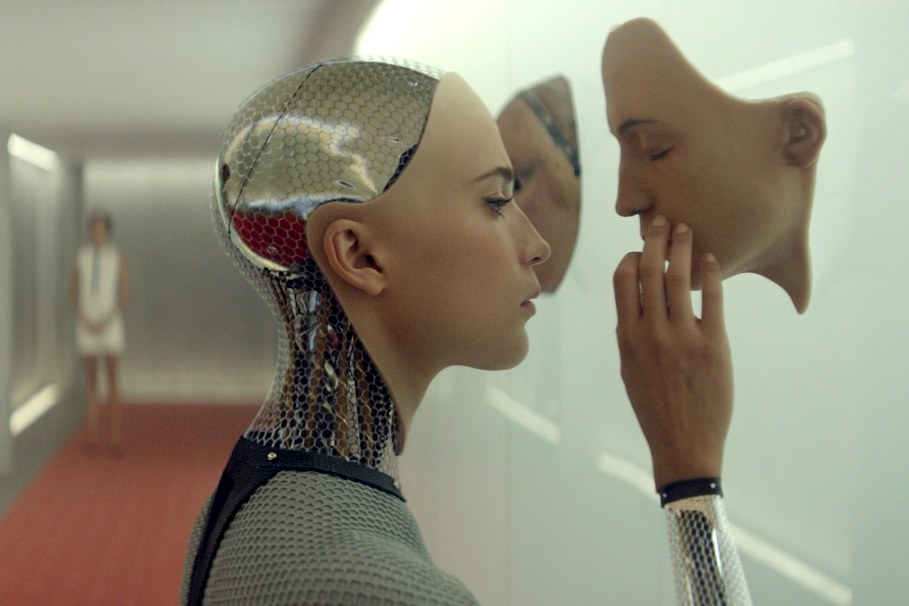 Cena de Ex-Machina: Instinto Artificial (photo by cinemagia.ro)