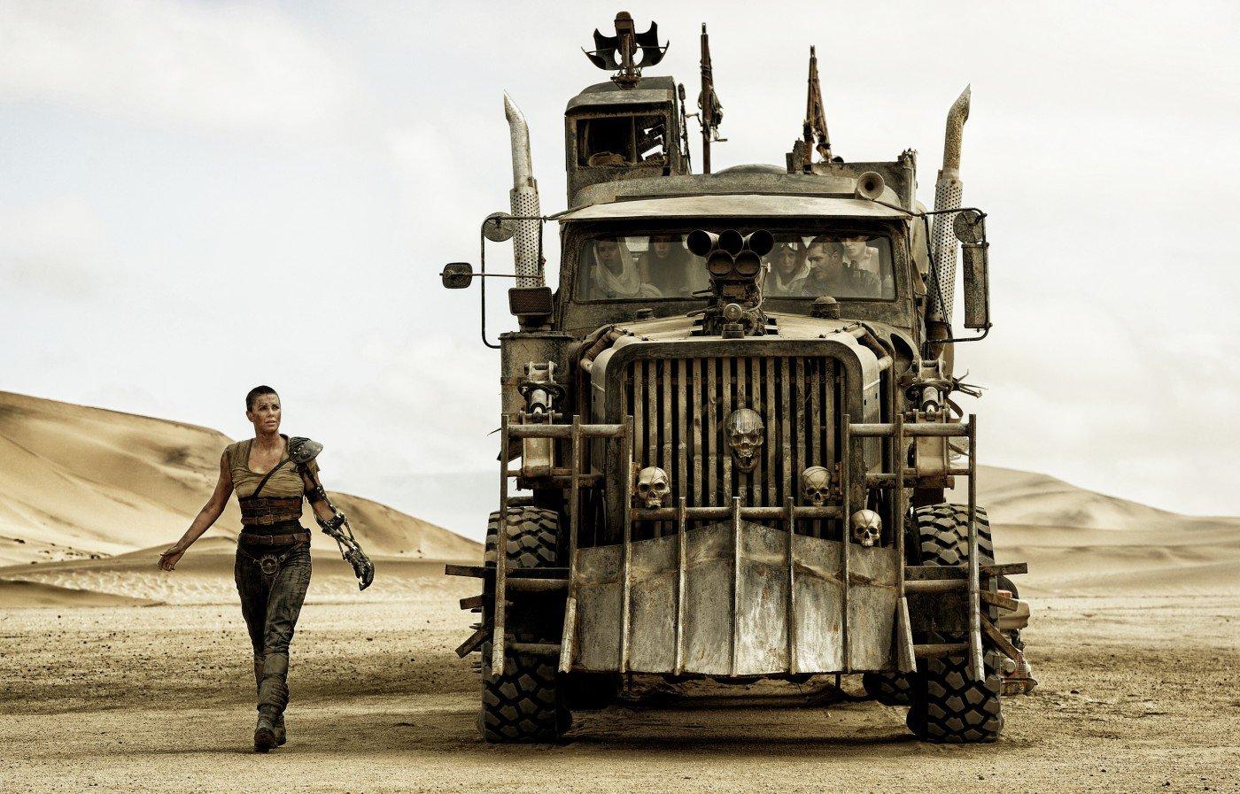 Cena de Mad Max: Estrada da Fúria (photo by cine.gr)