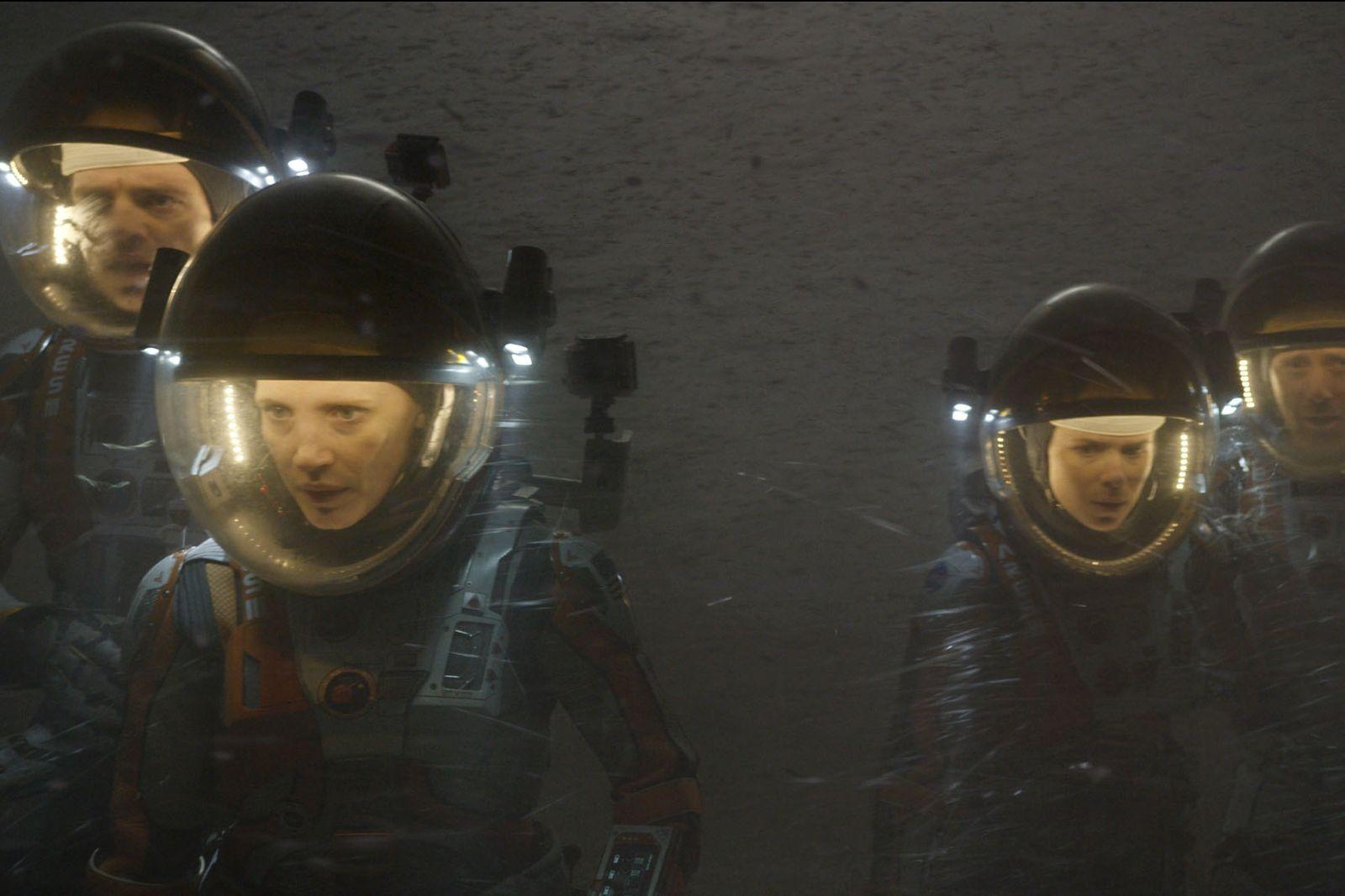 Tempestade no início de Perdido em Marte (photo by cinemagia.ro)