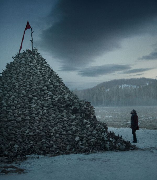 Uma pilha de crânios conta como direção de arte? (photo by cinemagia.ro)