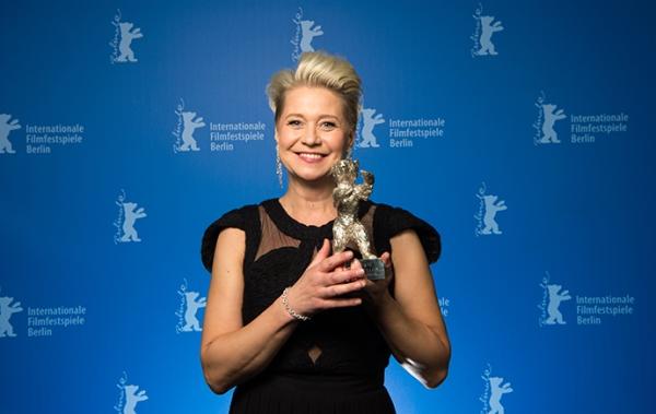 Vencedora de Melhor Atriz por The Commune, Trine Dyrholm (photo by antenna.gr)