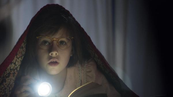 Ruby Barnhill em cena de O Bom Gigante Amigo, de Steven Spielberg (photo by cine.gr)