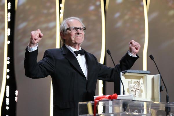 Ken Loach se mostra triunfante com sua segunda Palma de Ouro por I, Daniel Blake (photo by publico.pt)