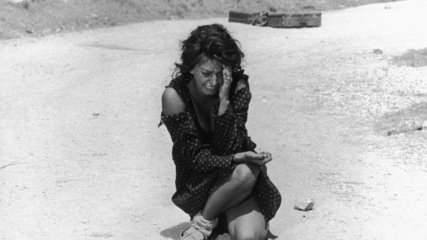 Sophia Loren em cena de Duas Mulheres, de Vittorio De Sica (photo by mubi.com)