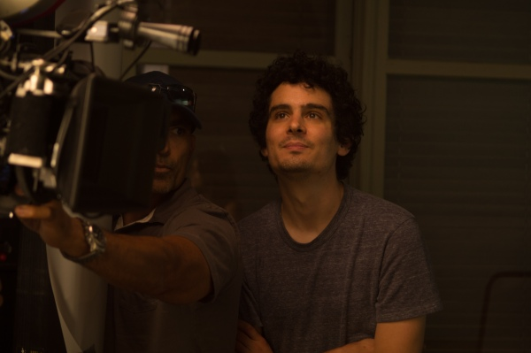Damien Chazelle em set de La La Land: Cantando Estações (photo by lionsgatepublicity.com)