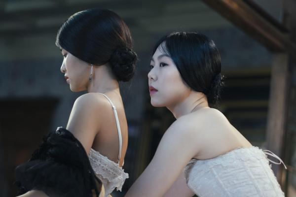 Tae-ri Kim e Min-hee Kim no deslumbrante The Handmaiden, de Park Chan-wook (photo by moviepilot.de)