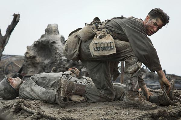 Cena de Até o Último Homem com Andrew Garfield. Mel Gibson retorna como indicado após vários anos. Pic by moviepilot.de
