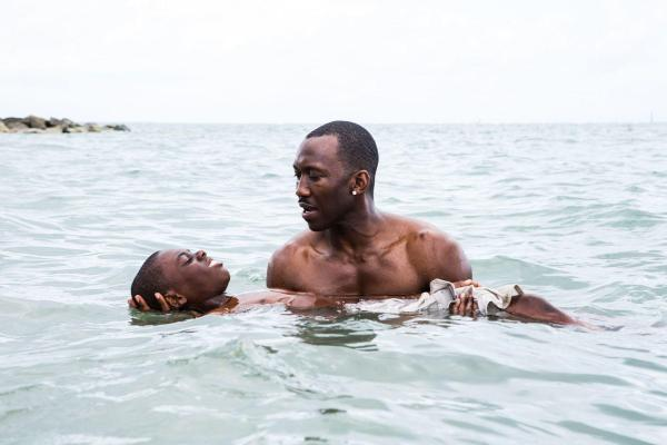 Mahershala Ali em cena de Moonlight, de Barry Jenkins (pic by moviepilot.de)