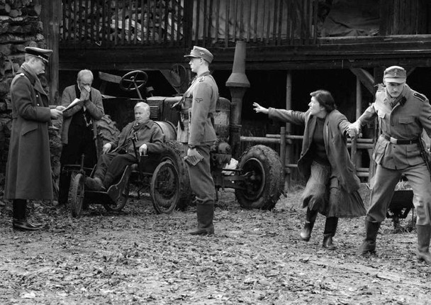 Filme preto-e-branco sobre personagens da Segunda Guerra Mundial no russo Paradise. Pic by moviepilot.de