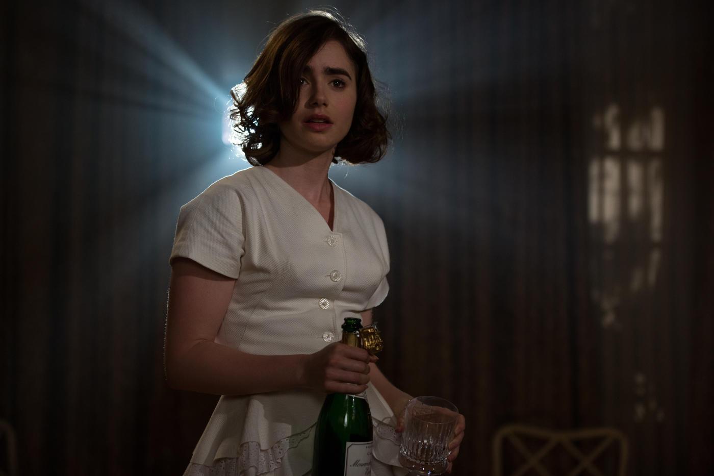 Lily Collins em cena de Rules Don't Apply, pelo qual recebeu sua primeira indicação ao Globo de Ouro. Pic by moviepilot.de