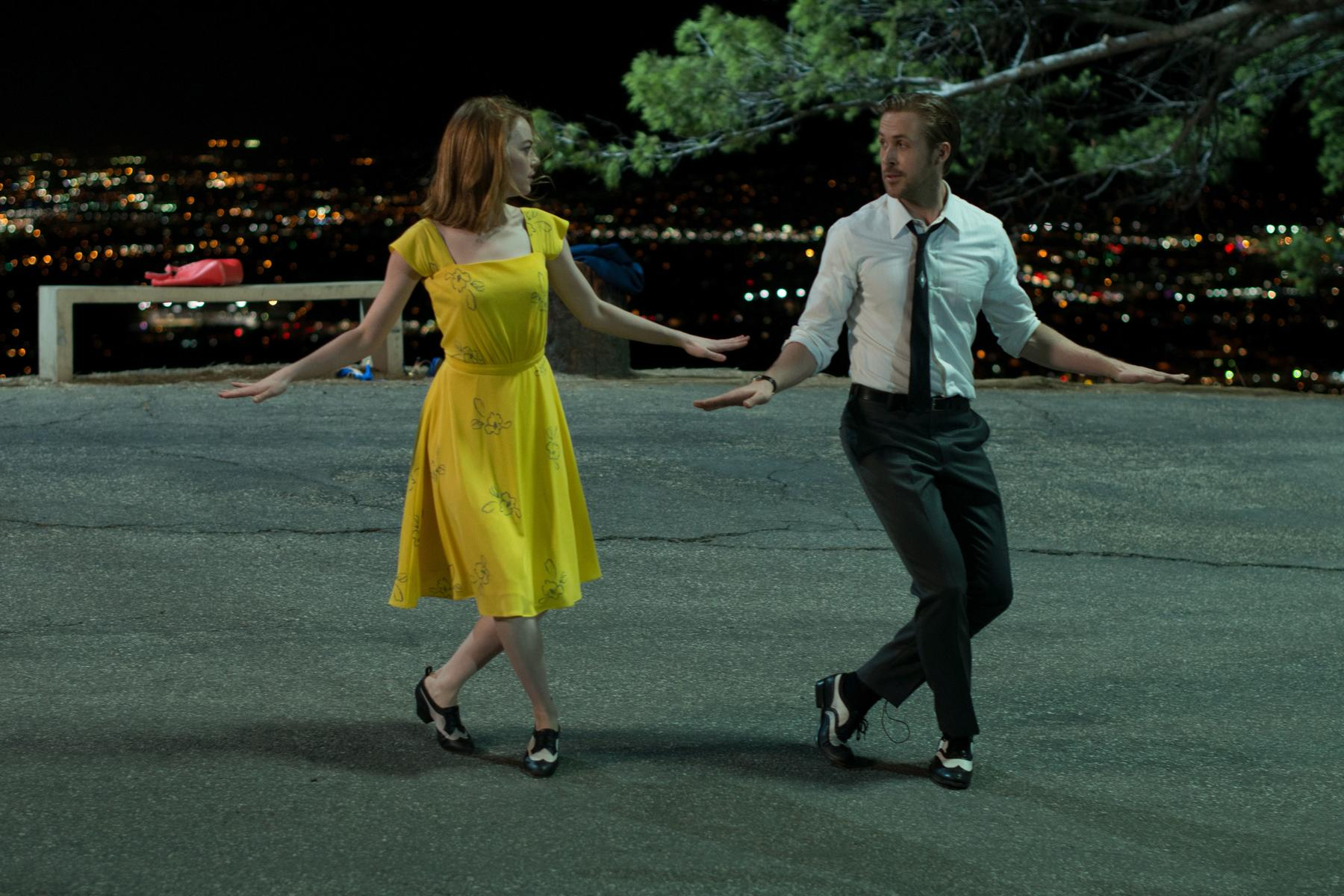 Emma Stone e Ryan Reynolds num momento musical em La La Land (pic by moviepilot.de)