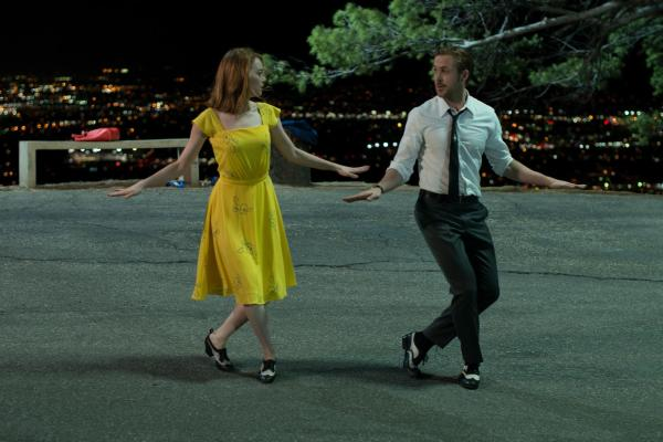 Emma Stone e Ryan Reynolds num momento musical em La La Land (pic by moviepilot.de)