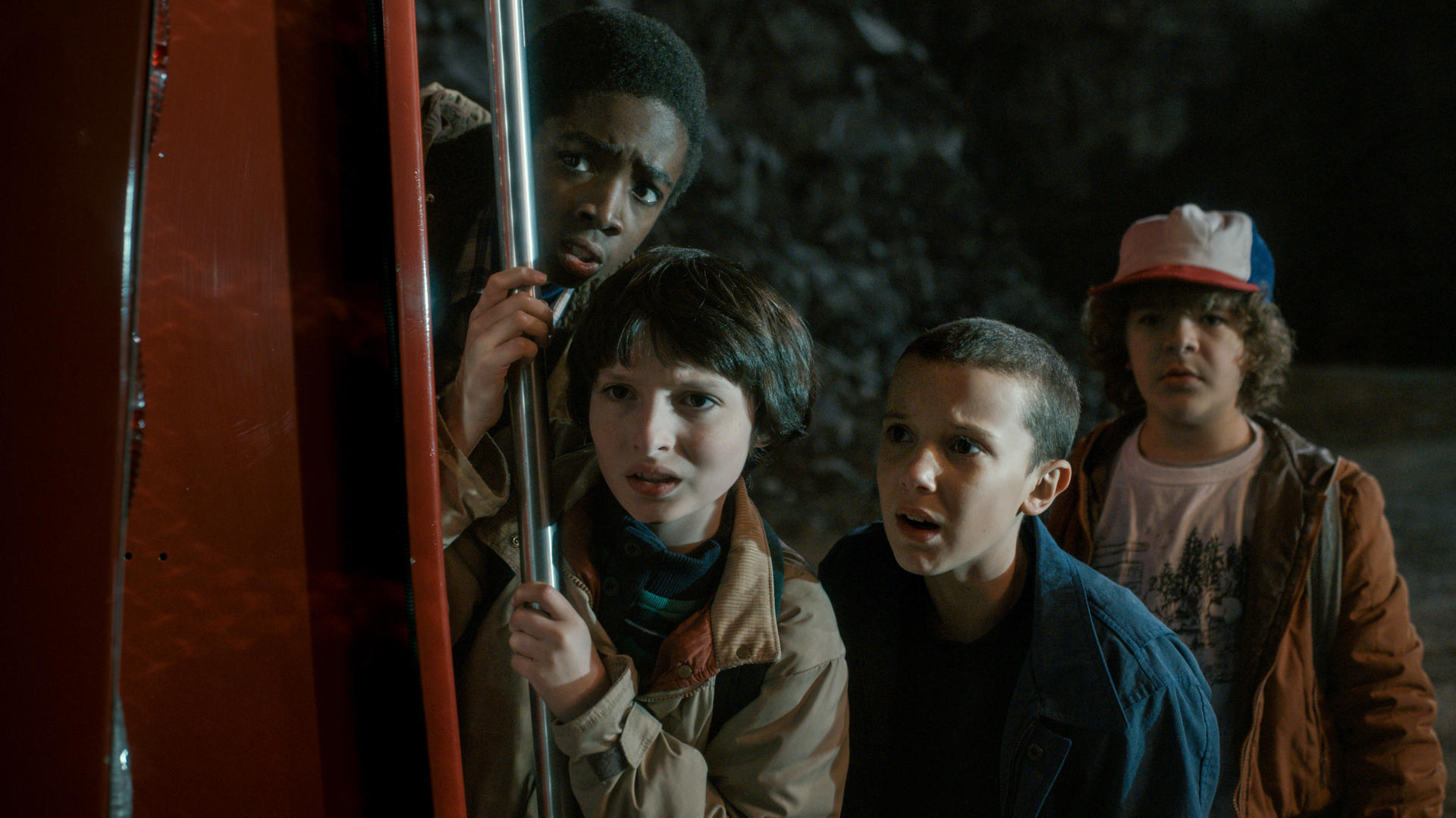 stranger-things-staffel-1-mit-millie-bobby-brown-caleb-mclaughlin-gaten-matarazzo-und-finn-wolfhard