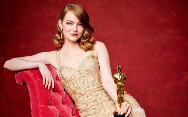 emma_stone_oscar_2017_winner-wide