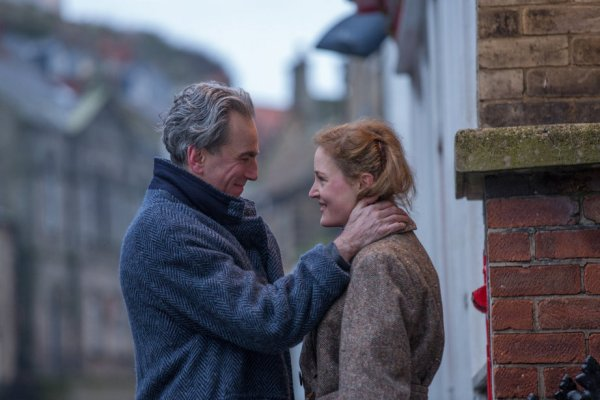 Phantom Thread Day-Lewis Vicky.jpg